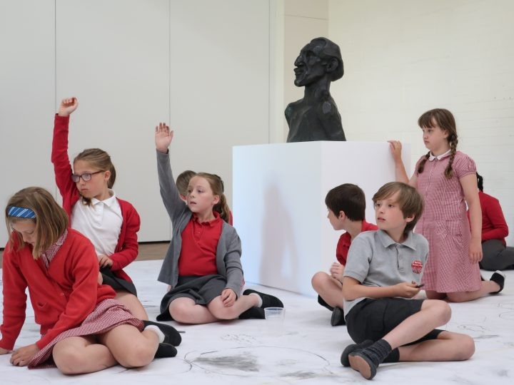 image of school children in leeds art gallery